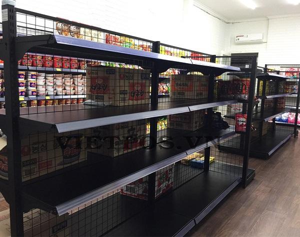 cửa hàng bán kệ siêu thị